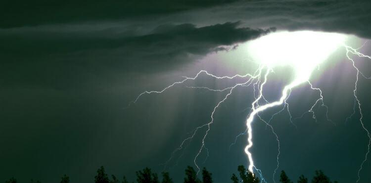 Гибель от прямого попадания молнии