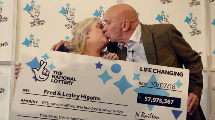 Пожилая пара из Шотландии чуть не упустила свой выигрыш