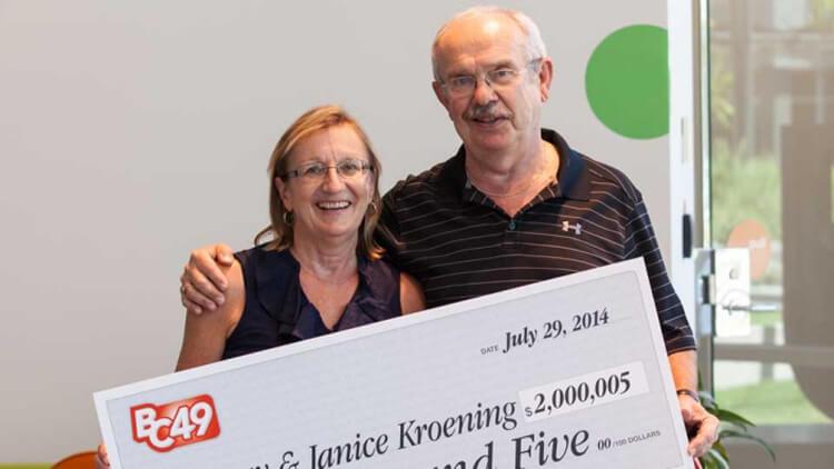 Победители лотереи BC/49. Выигрыш составил 2 миллиона долларов