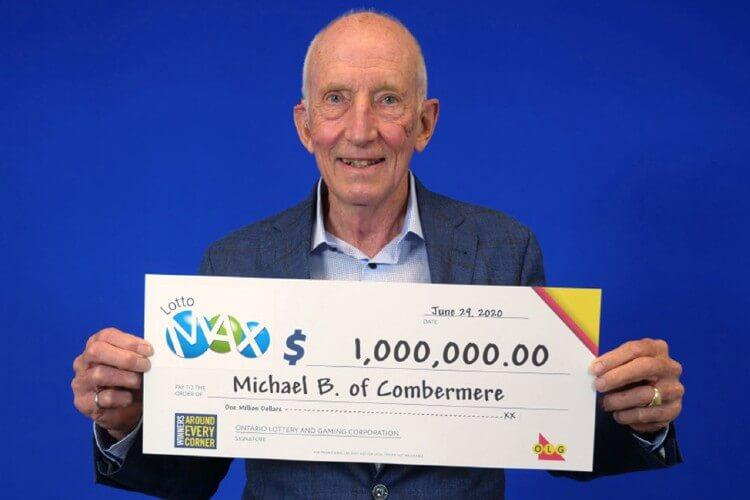 Майкл Батт с чеком на один миллион долларов