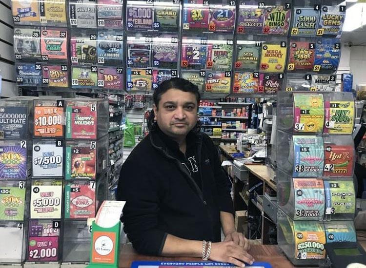 Санджай Патель – владелец магазин, где покупались пачки лотерейных билетов