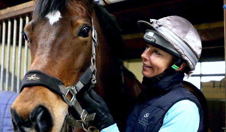 Никки Оттенбурн выиграла в лотерею и построила лошадиную ферму
