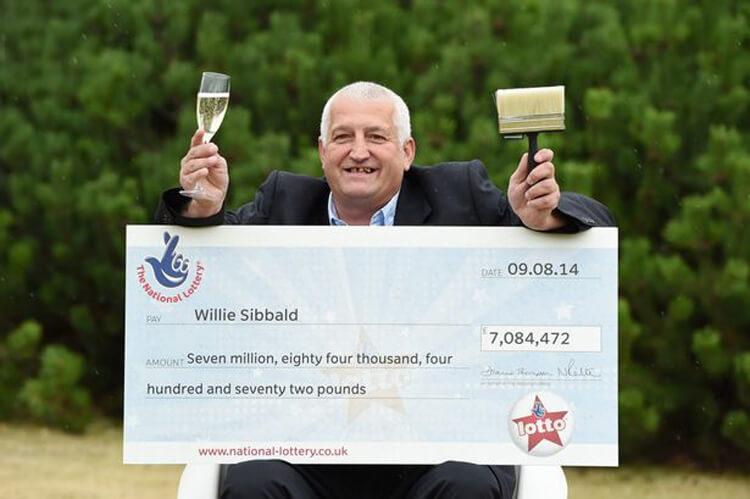 7 миллионов фунтов победитель разделил с другом!