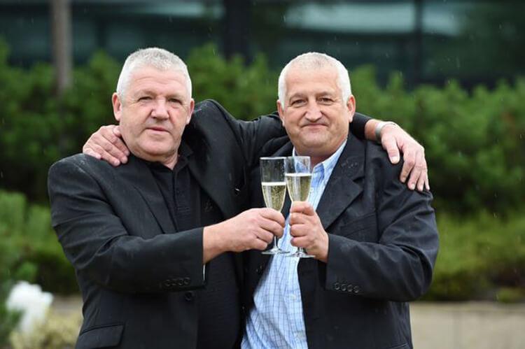 Счастливчик, выигравший в национальную лотерею (National Lottery) более 7 миллионов фунтов стерлингов, решил разделить свое счастье с другом - коллегой по работе.
