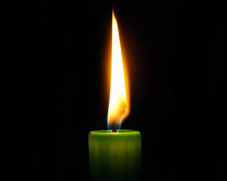 Заговор на выигрыш в лотерею зеленой свечей