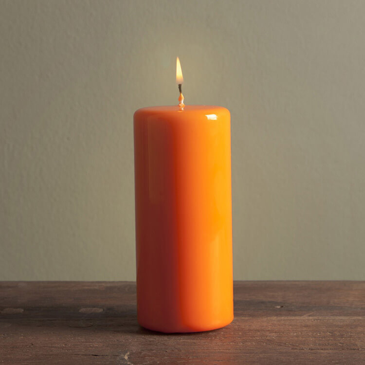 Оранжевая свеча для заговора на выигрыш в лотерею